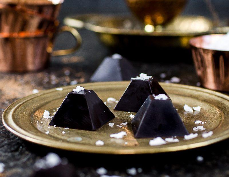 Gesündere Schokopyramiden mit Nussfüllung