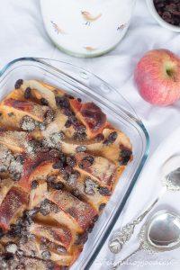 Süßer Apfel-Brioche-Auflauf mit Vanilllesauce