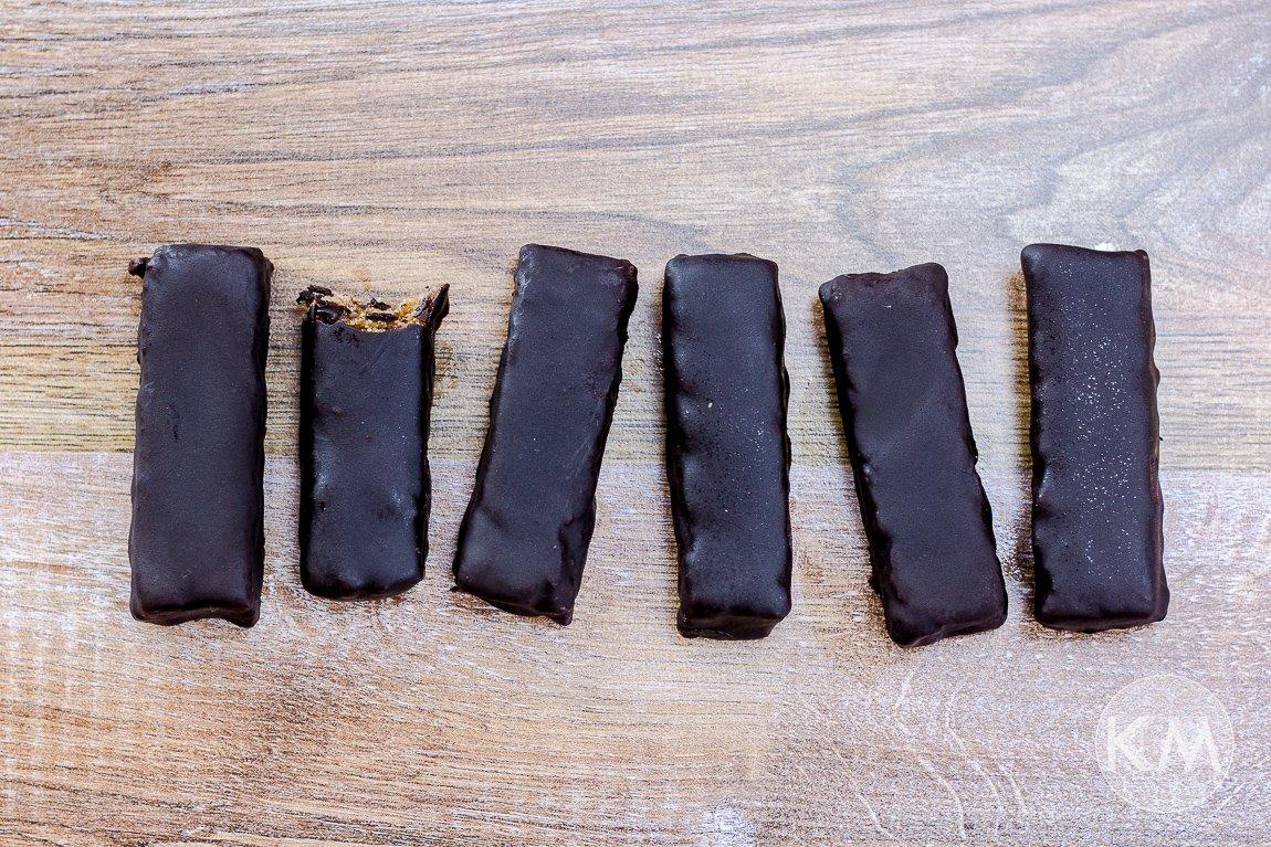 Gesunde Peanut Bars aus getrockneten Früchten ohne Zuckerzusatz