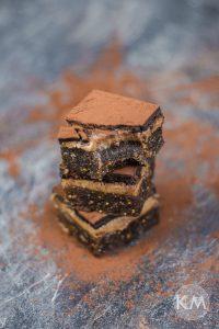 Gesunde Karamell-Brownies mit knackiger Schokoschicht