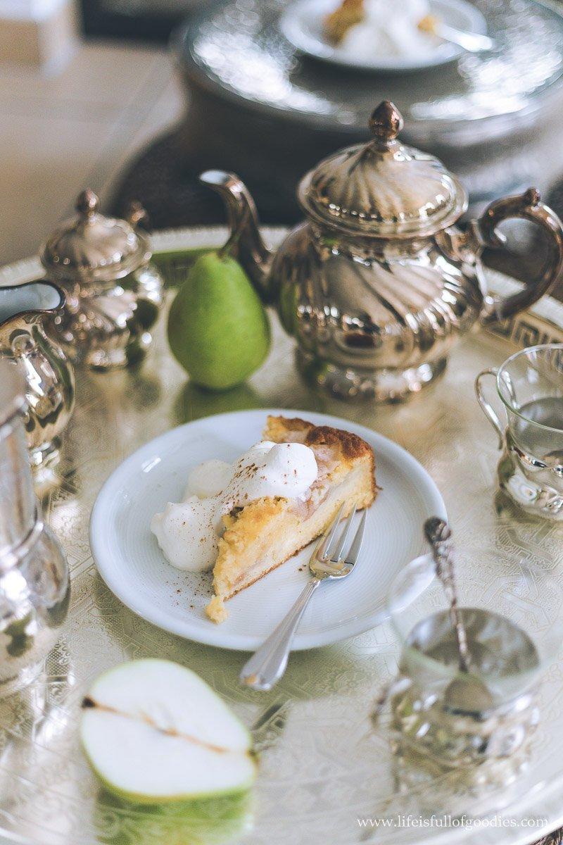 Saftiger Birnenrührkuchen mit Streuseln