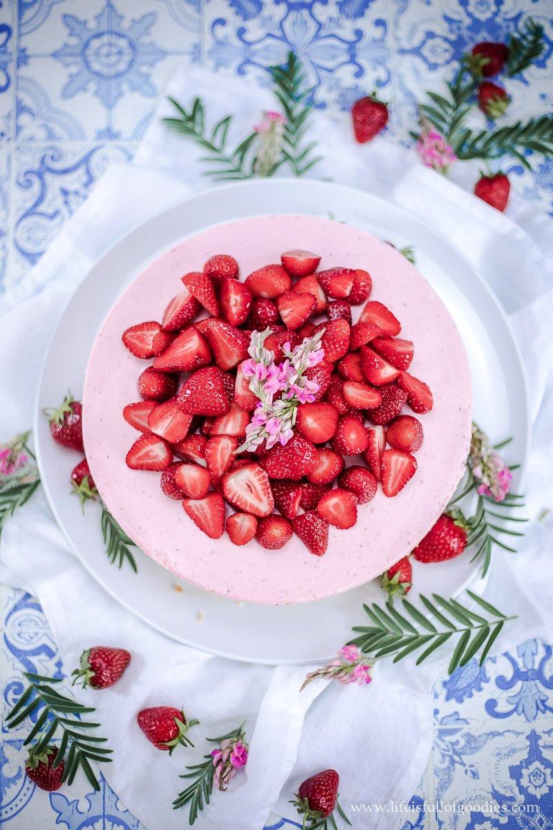 Erdbeer-Buttermilchmousse-Kuchen