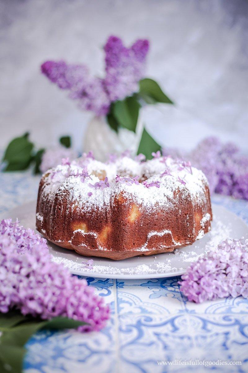 Rhabarber Mandelrührkuchen