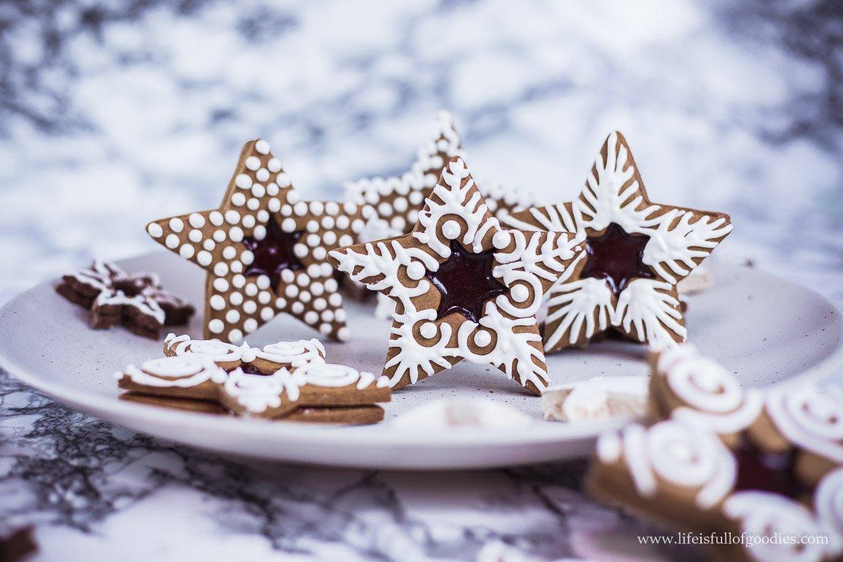 Lebkuchensterne mit Royal Icing