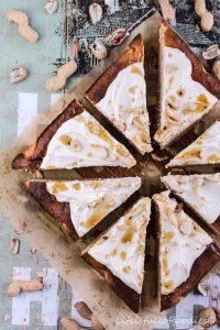 Erdnusskuchen mit Frosting – ohne Weizenmehl, Haushaltszucker und Butter