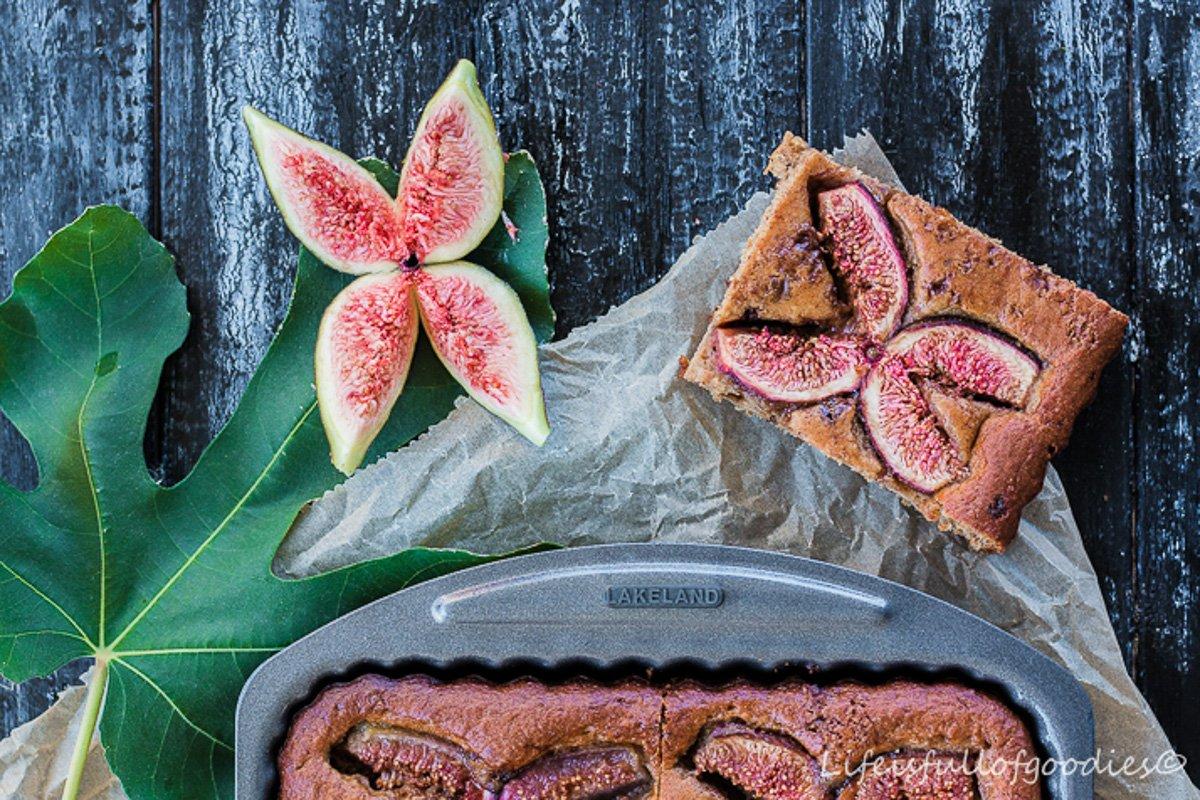 Feigenkuchen mit Apfelmus und Joghurt