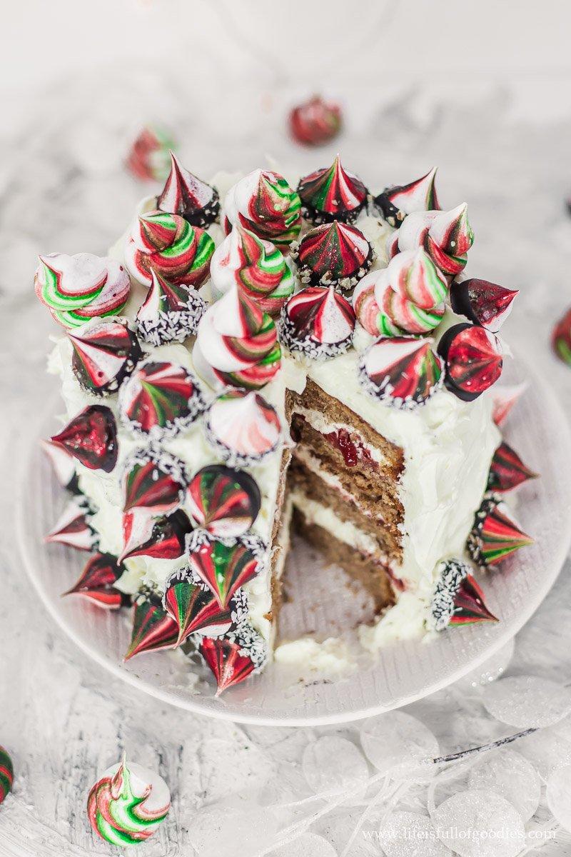 Gewürzkuchen-Torte mit Weihnachtsbaisers