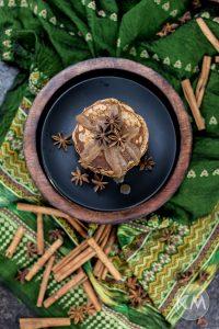 Gesündere Chai Pancakes mit Dattelkaramell