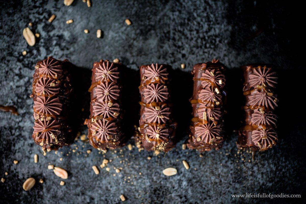 Erdnuss-Karamell-Bars mit Nutellamousse
