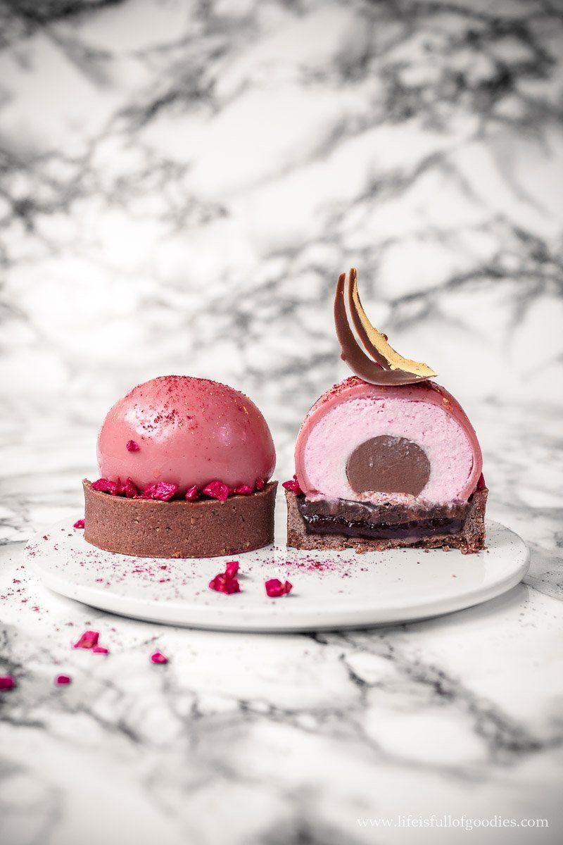 Erdbeer Schoko Törtchen mit Schoko Panna Cotta Kern