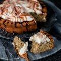 Gesunder kleiner Apfelrührkuchen mit Quarkcreme