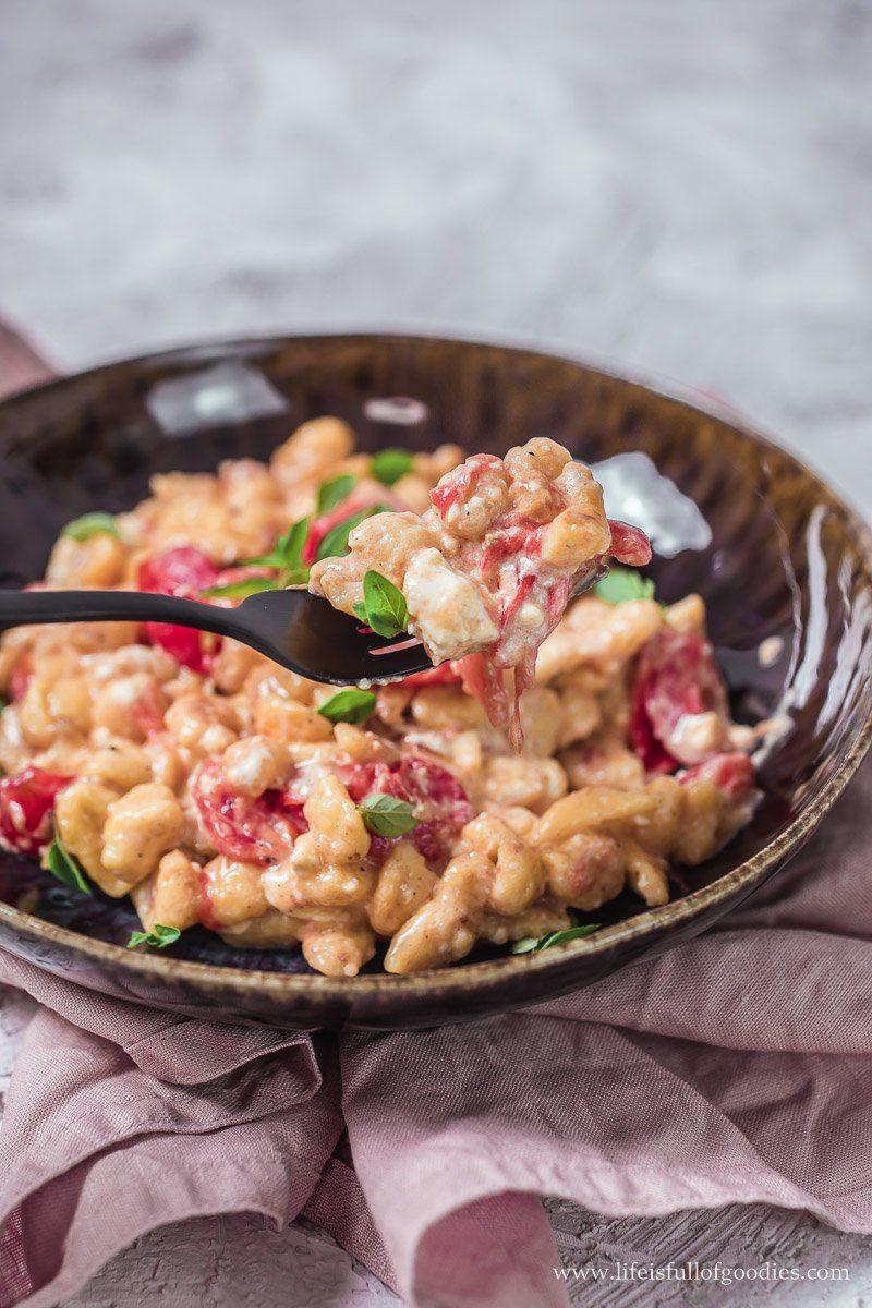 Cremige Knöpfle mit Tomaten und Feta