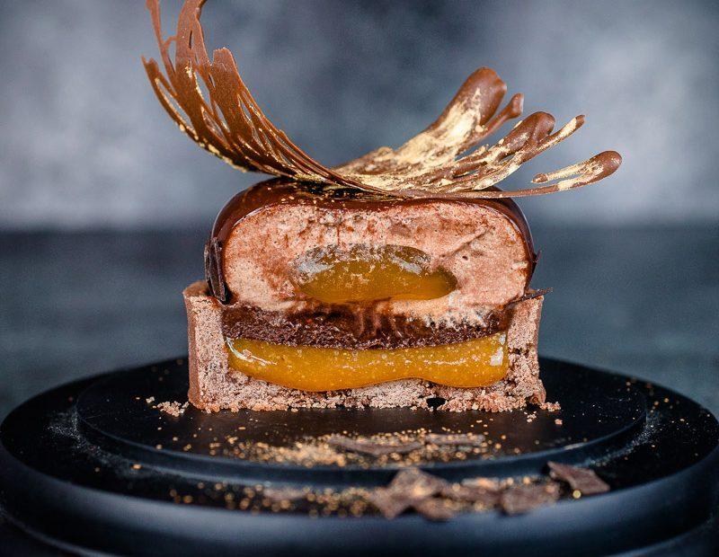 Exotisches Schoko-Törtchen mit Passionsfruchtkaramell