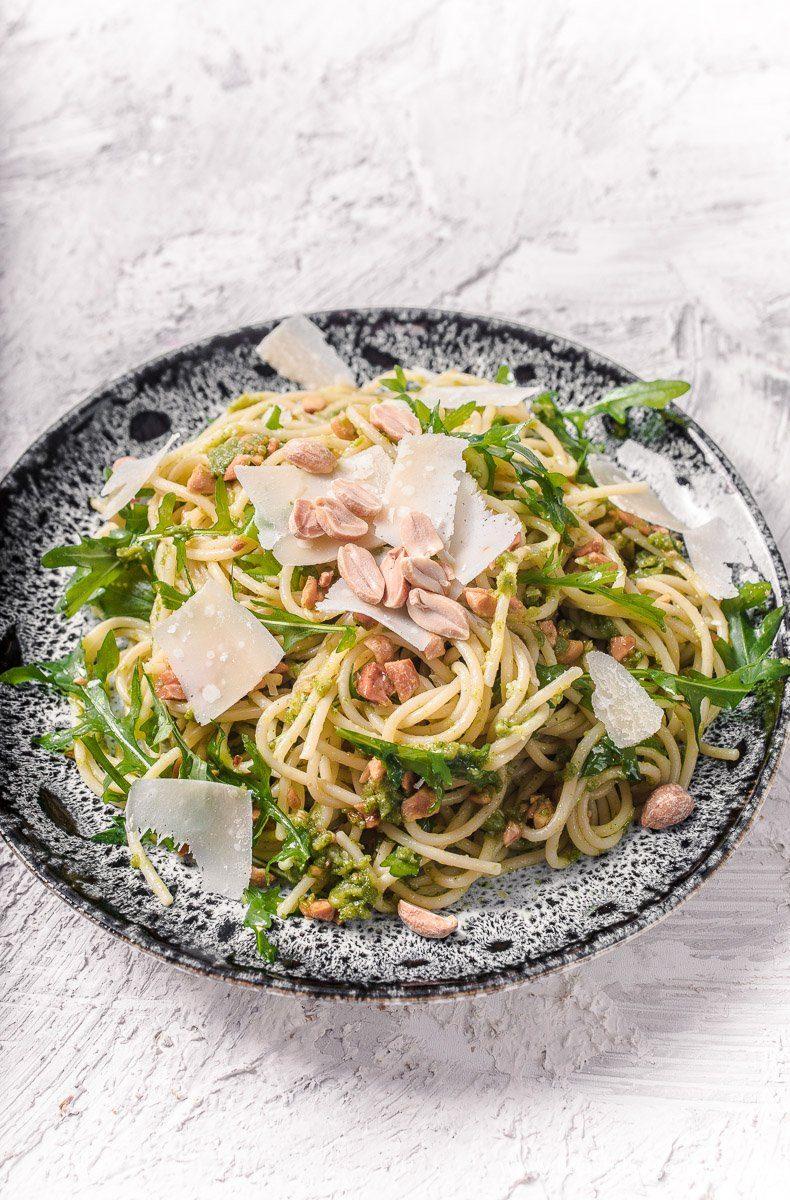 Spaghetti mit Rucola Erdnuss Pesto