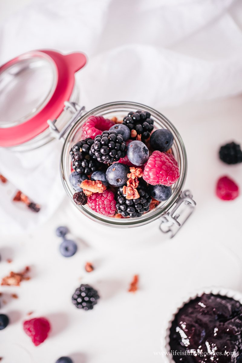 Fruchtiger Müsli Joghurt Snack