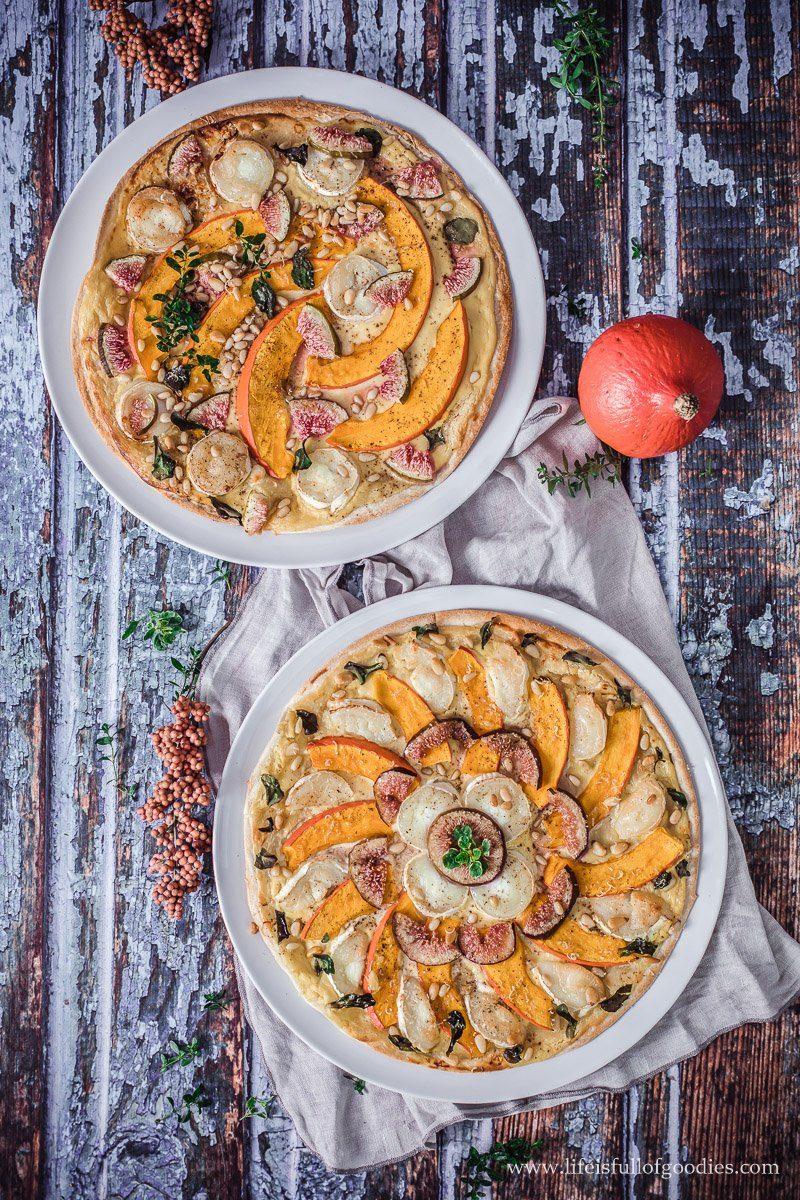 Herbstlicher Flammkuchen mit Honig Senf Schmand