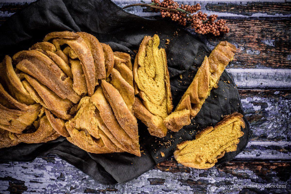 Pumpkin Spice Hefezopf