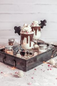Weiße heiße Schokolade mit Mangaroca Batida com Rum
