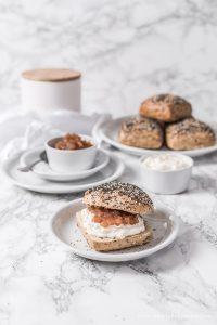 Bratapfelmarmelade – wahlweise mit Rosinen und Mandeln und mit oder ohne Zucker
