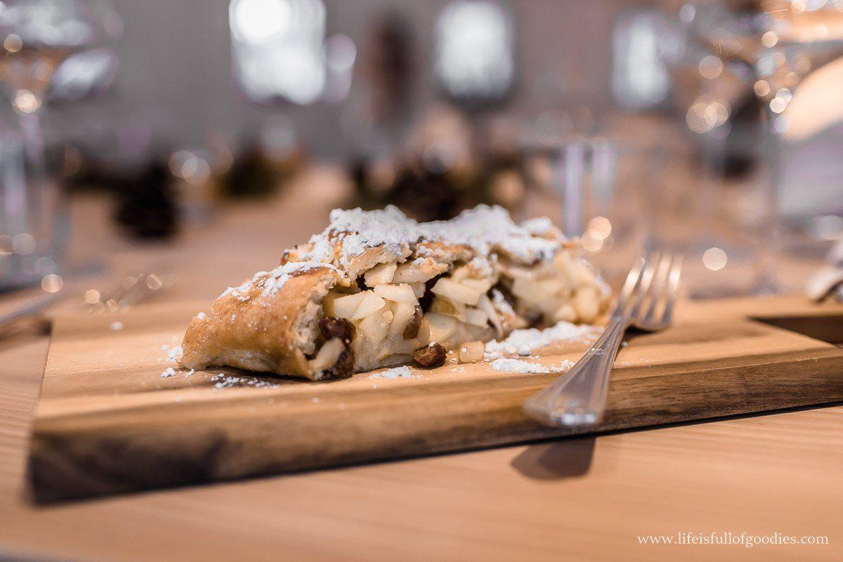 Apfelstrudel nach Südtiroler Art - typisch mit Mürbeteig