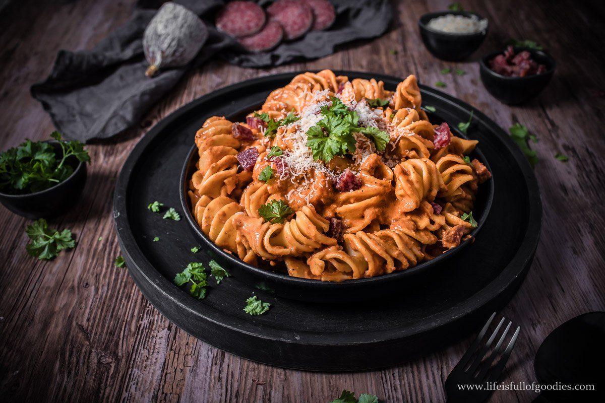 Cremige Paprika Salami Pasta - aus ofengerösteten Paprikaschoten