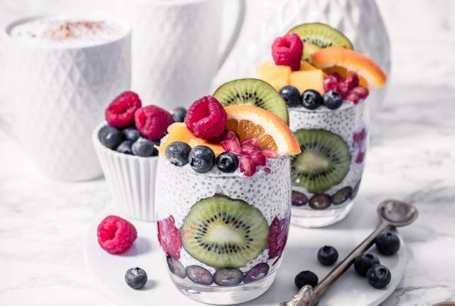 Kokos Chia Pudding mit Früchten