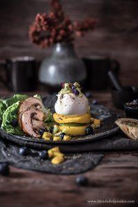 Mango Burrata Turm mit Gurken Senf Vinaigrette
