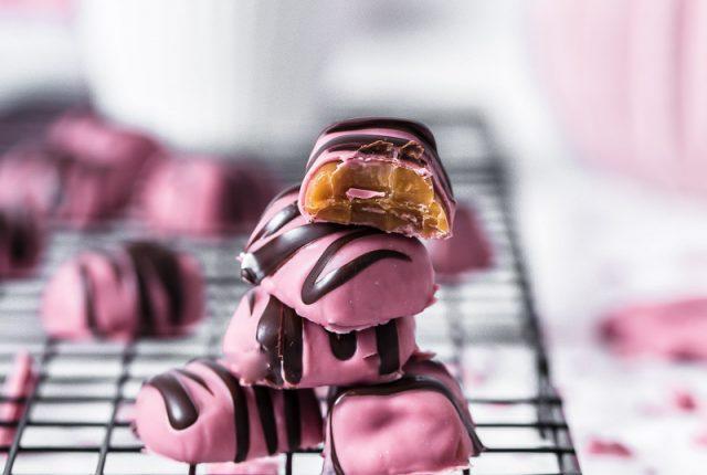 Valentins Karamell mit Ruby Schokolade