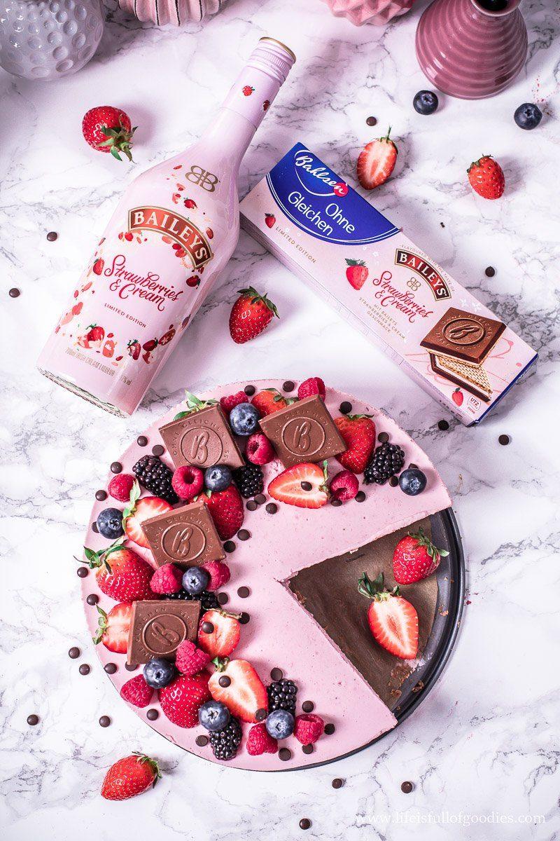 No Bake Erdbeerkuchen mit Keksboden