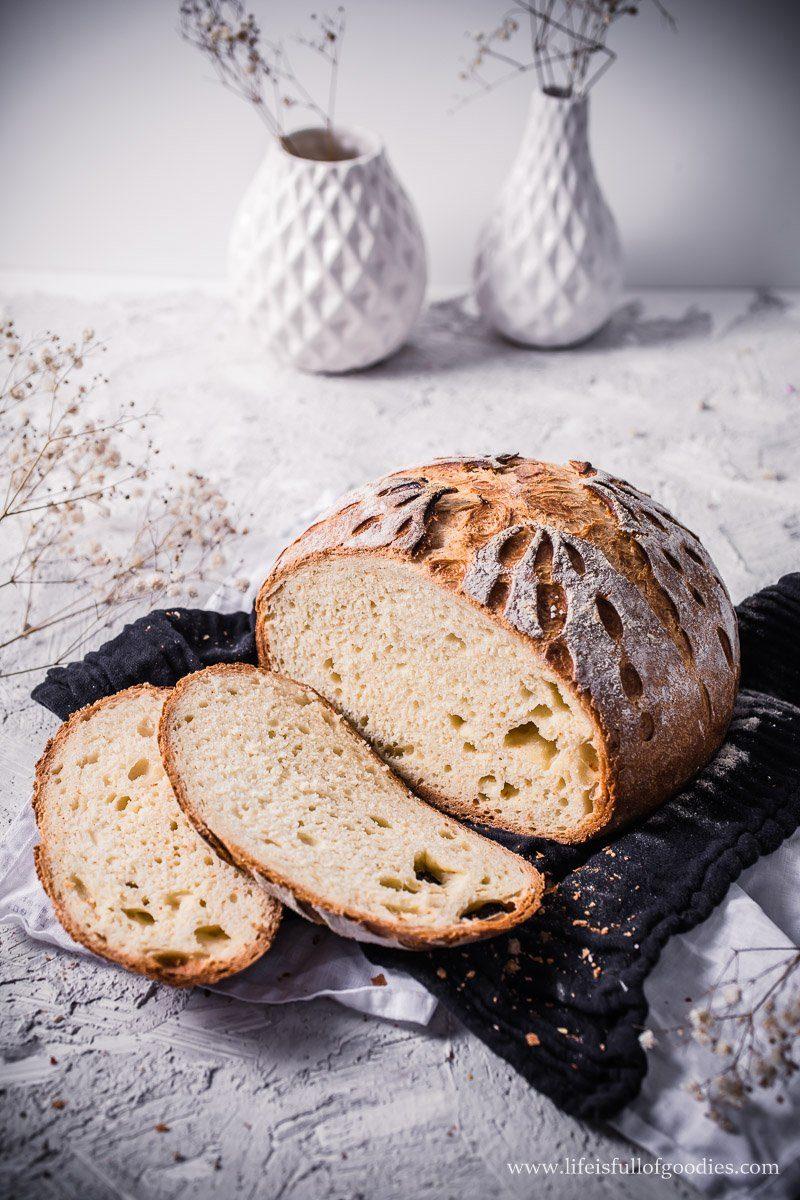 Weizenbrot aus Hefeteig mit Muster
