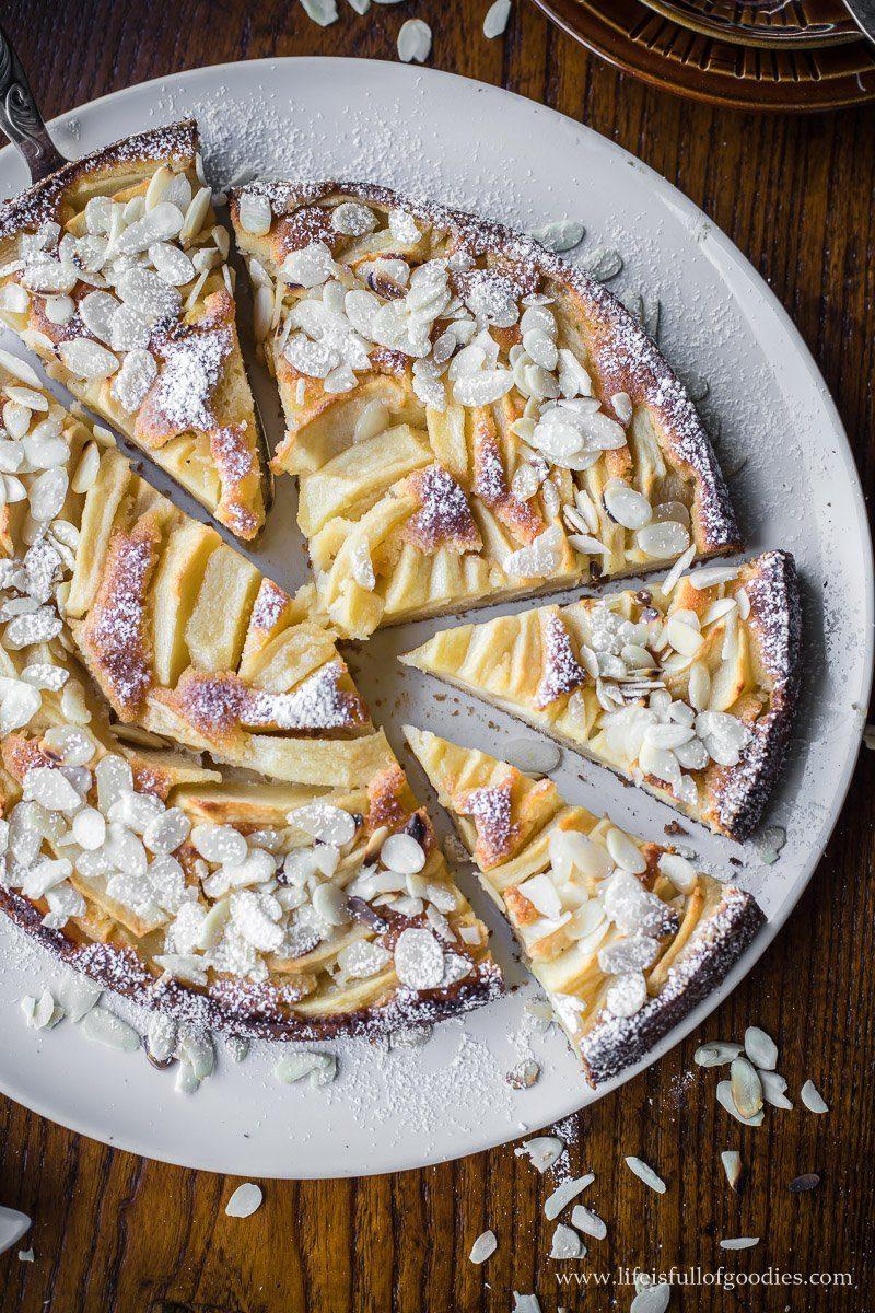 Einfacher Apfelkuchen mit Mandelblättchen