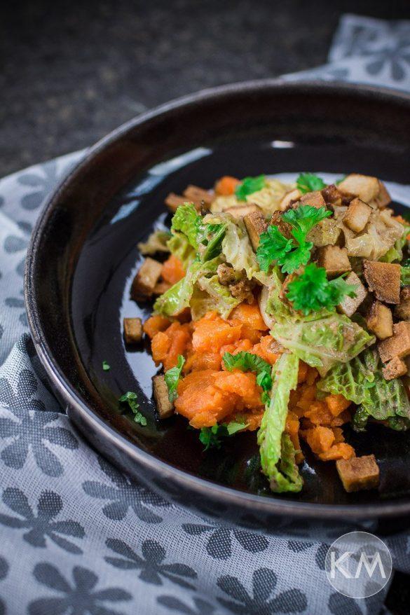 Rahmwirsing auf Karottenstampf
