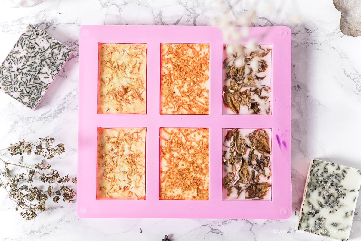 Seife herstellen - mit Kräutern, Zitrusfrüchten oder Rosenblüten