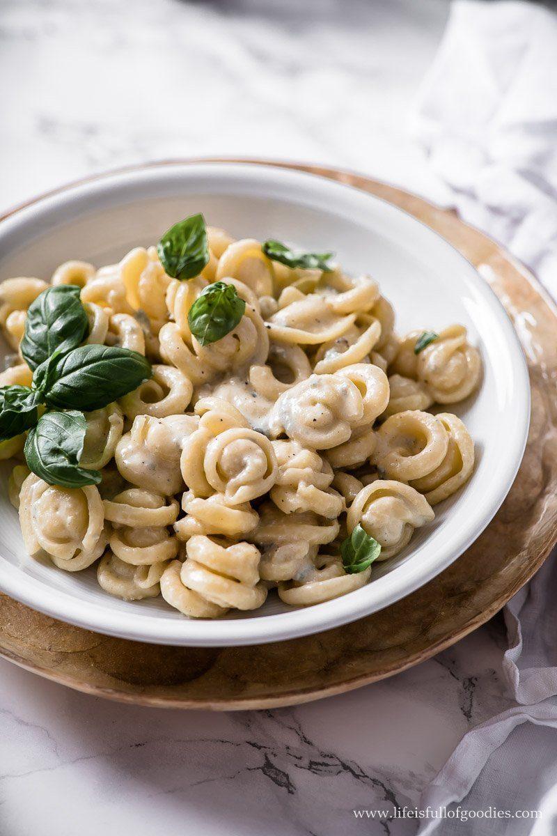 Pasta mit der einfachsten Gorgonzola Sauce der Welt