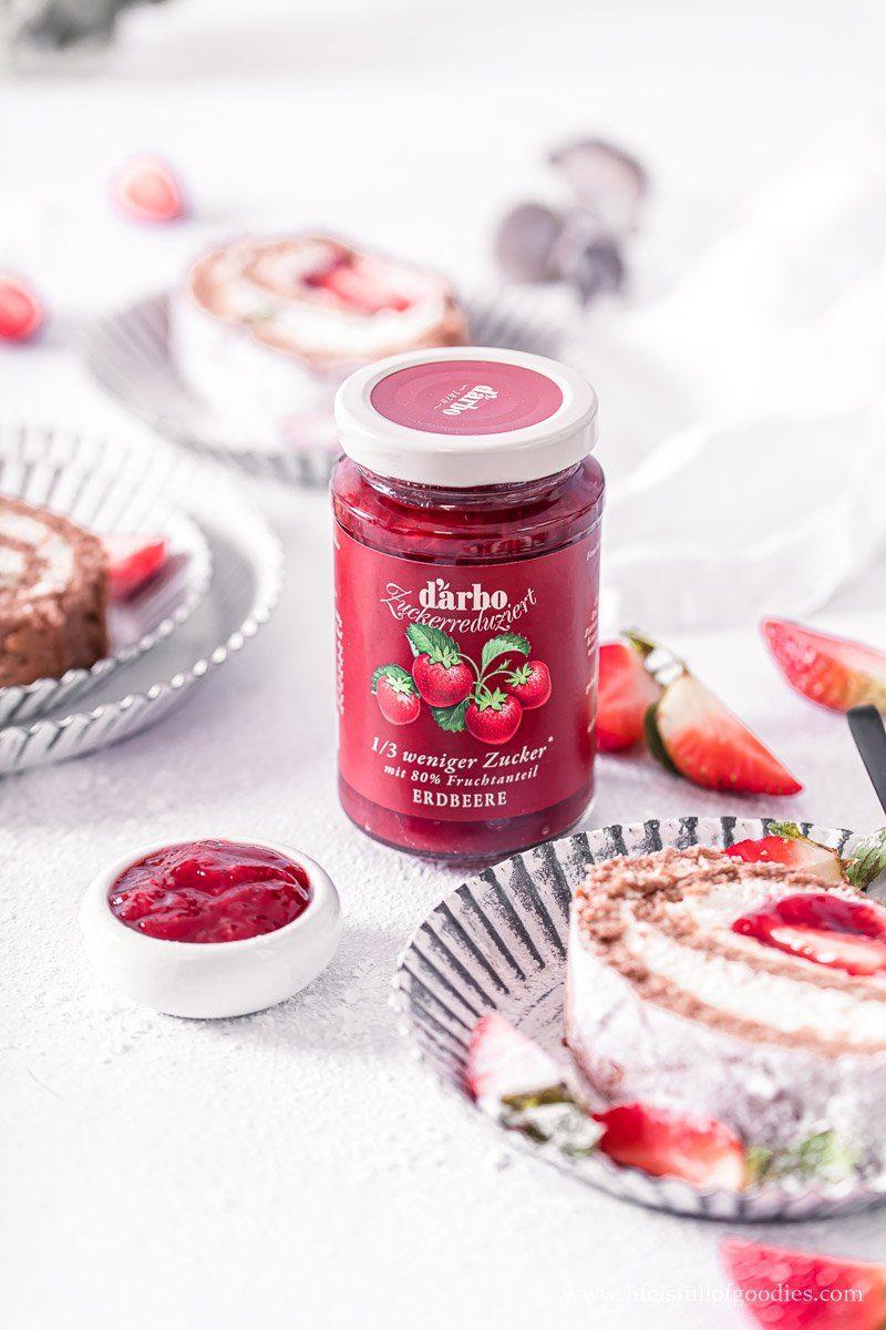 Schoko Erdbeer Biskuitrolle