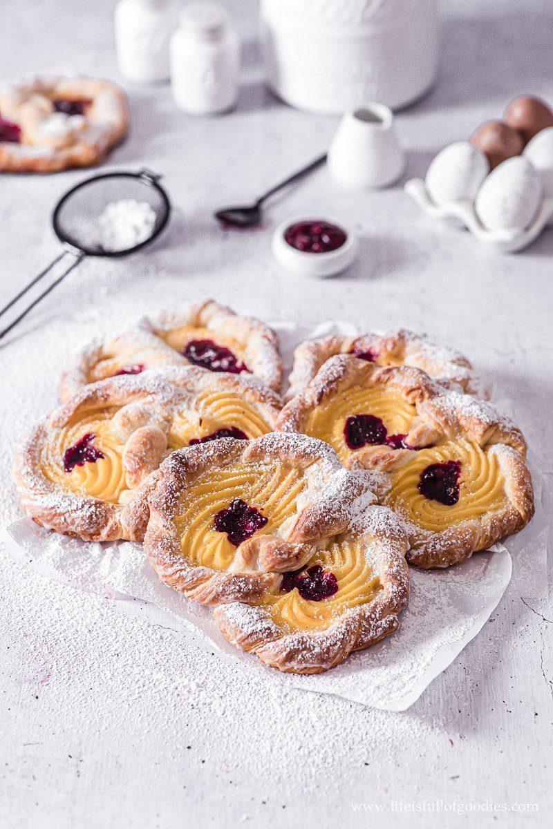 Puddingbrezeln mit Kirsch