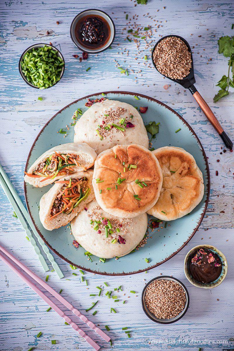 Asiatisch gefüllte Steamed Buns