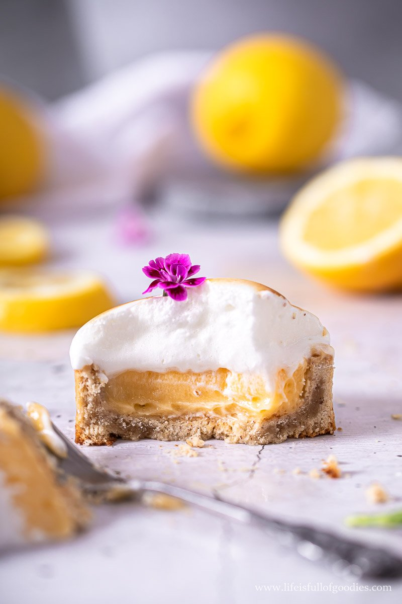 Lemon Tartelettes mit Zitronenbaiser