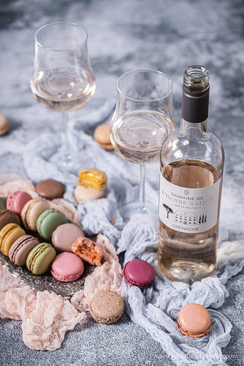 Französische Weine und feine Patisserie